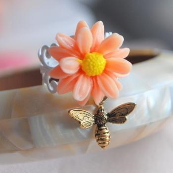Daisy & Honey Bee Ring